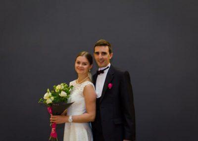 portrait couple mariés paris, photos de couple mariage paris, photographe de mariage Ile-de-France, Essonne, Yvelines, Haut-de-Seine, Val-de-Marne, Seine-et-Marne