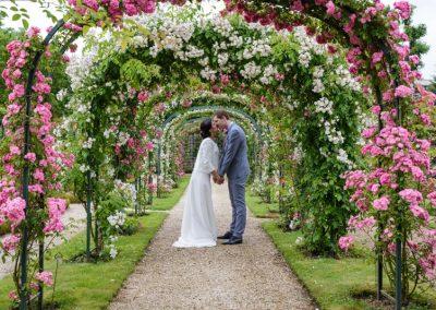 photos de couple parc de la roseraie, photos de couple mariage parc de la roseraie, photographe de mariage Ile-de-France, Essonne, Yvelines, Haut-de-Seine, Val-de-Marne, Seine-et-Marne