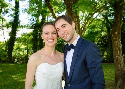 couple de marié posant pour la photo de couple, photo de couple mariage, photographe de mariage Ile-de-France, Essonne, Seine-et-marne, Val-de-Marne, Haut-de-Seine, Yvelines