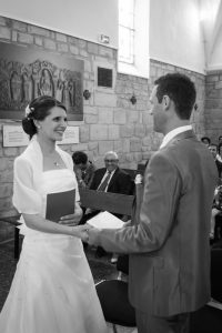 couple de mariés eglise, mariage religieux, mariage eglise, photographe mariage Ile-de-France, Seine-et-Marne, Essonne, Yvelines, Haut-de-Seine-Val-de-Marne